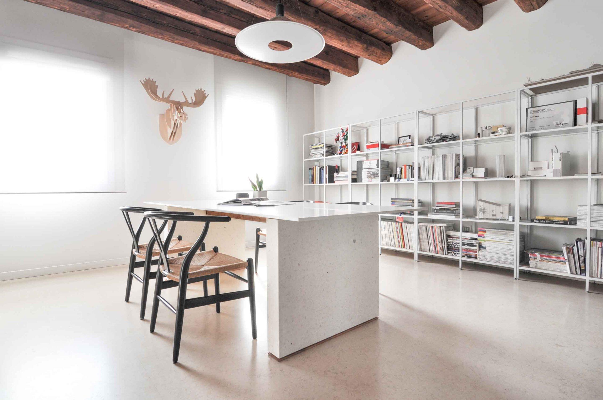 interiérový stôl
