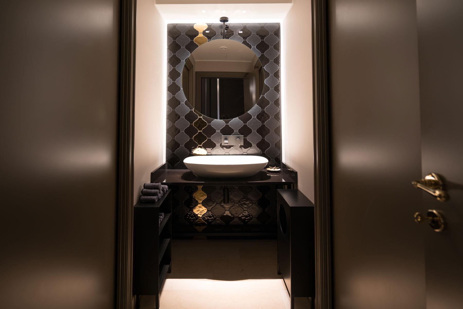 luxusná kúpeľňa z kameňa