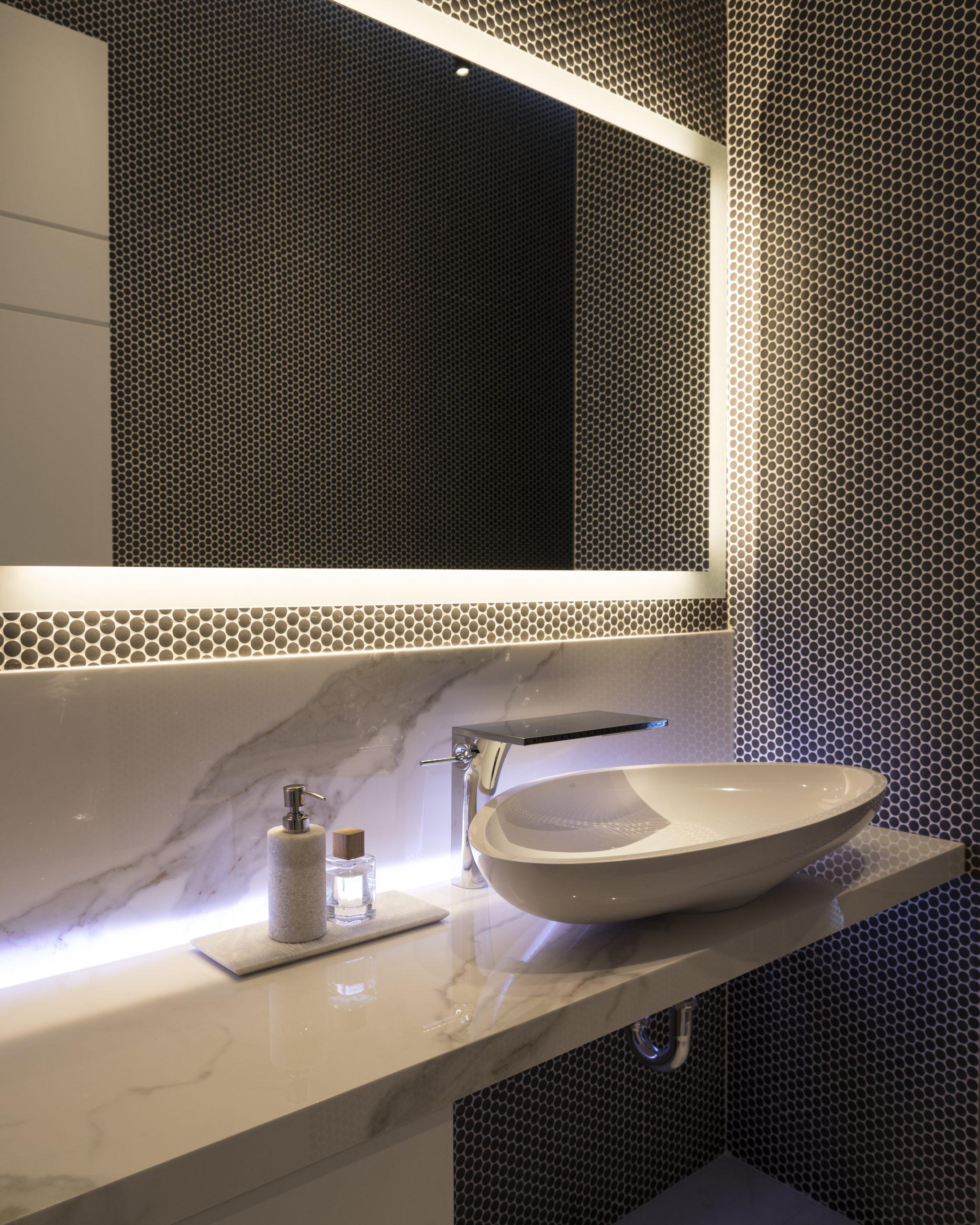 kamenná doska do kúpeľne s kresbou