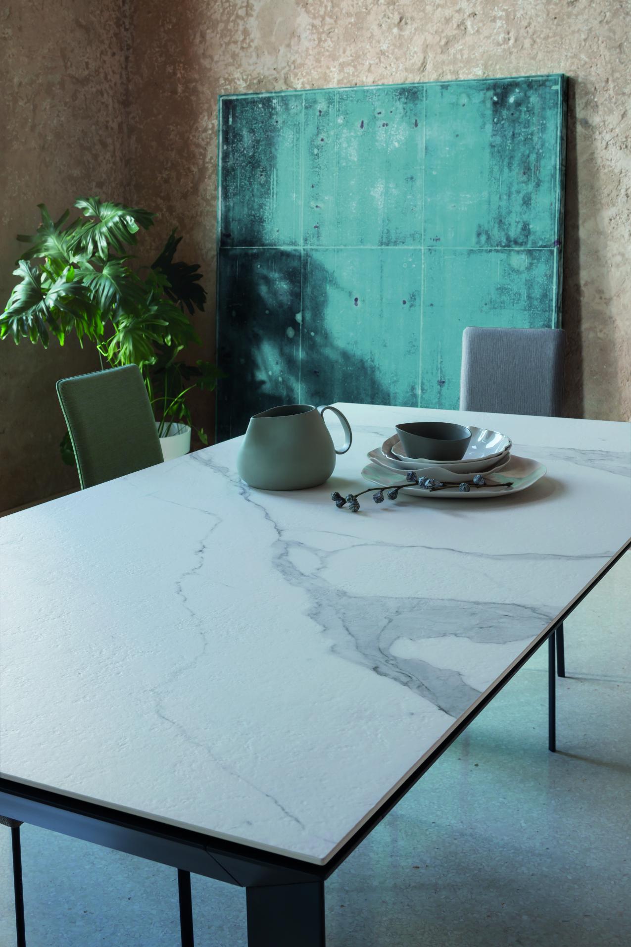 stôl z kameňa