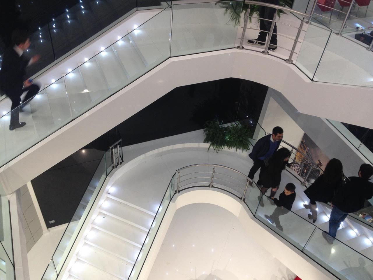 schodisko biely kameň