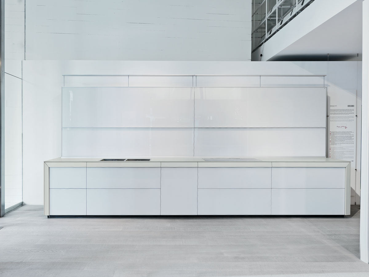 celá biela keramická kuchyňa