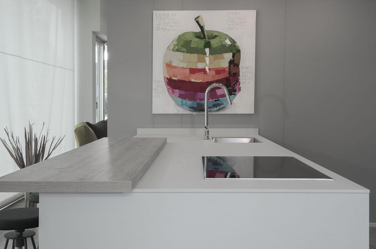 biela keramická doska do kuchyne