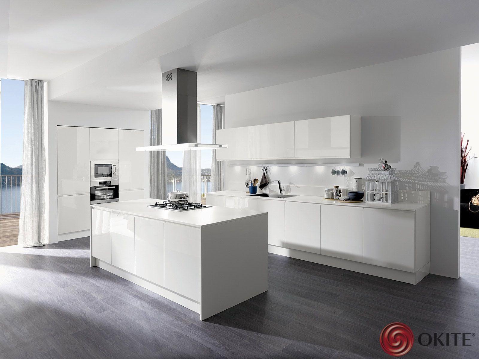 biela kuchyňa z technického kameňa