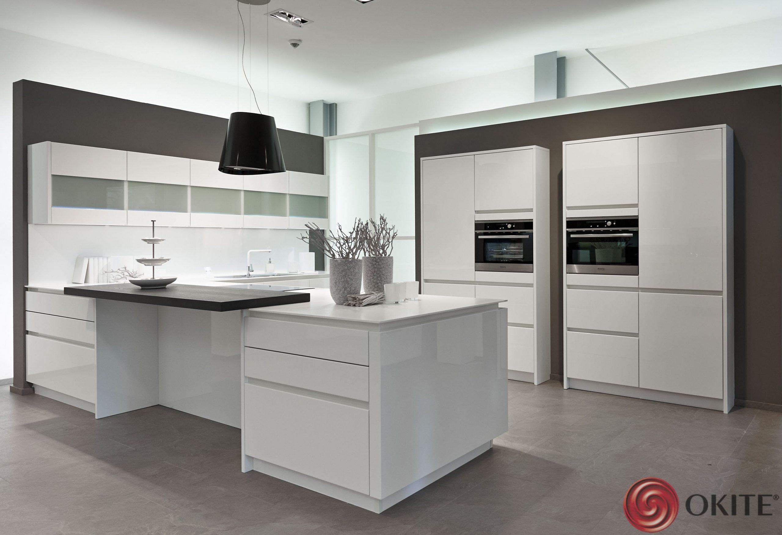 kuchyňa z technického kameňa biela