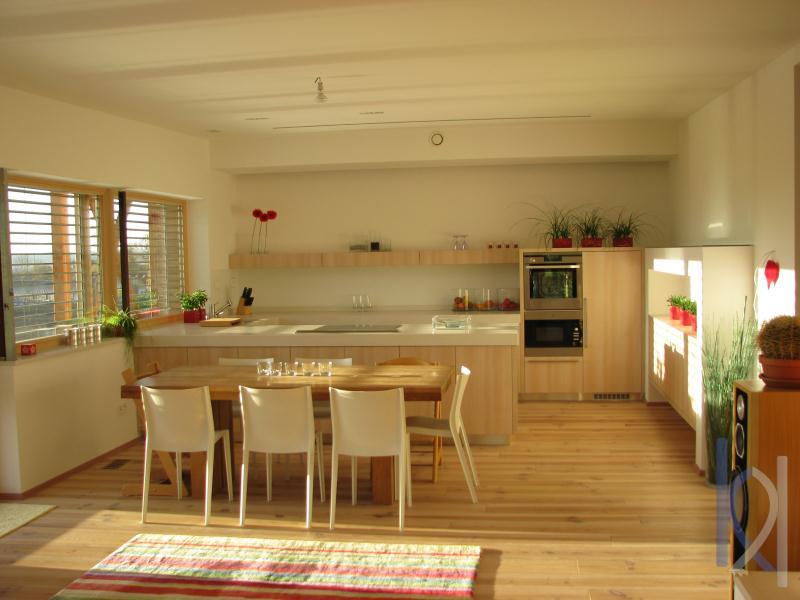 Kuchynské pracovné dosky, poskladané do tvaru U.