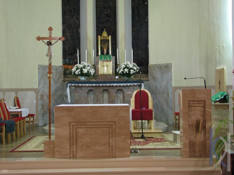 kamenný oltár