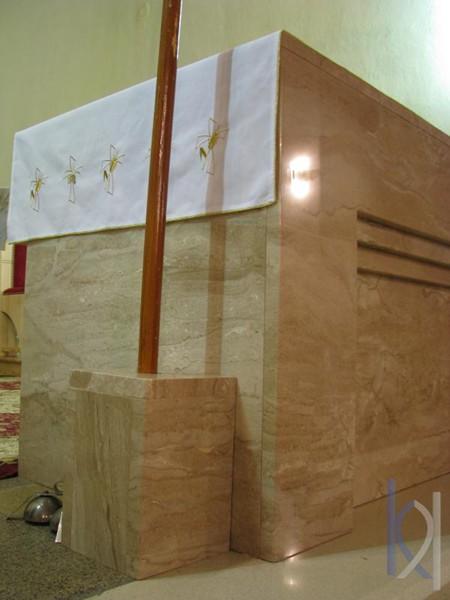 oltár vyrobený z kameňa