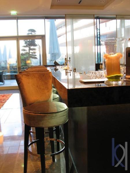 kamenný hotelový bar