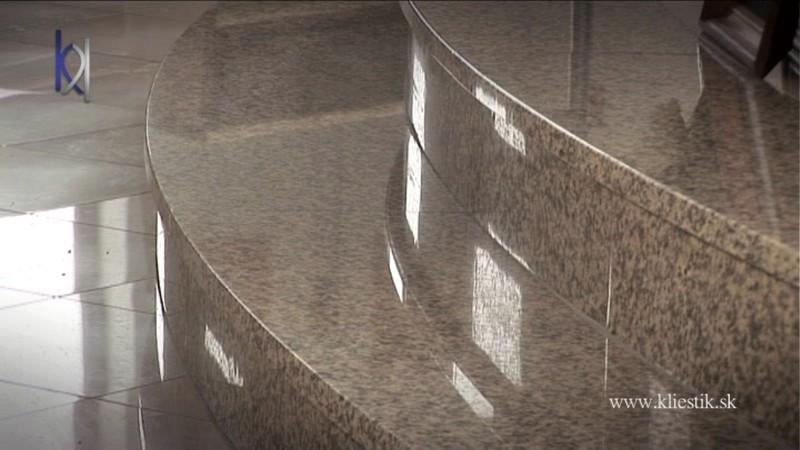 kostolné schody zo žuly