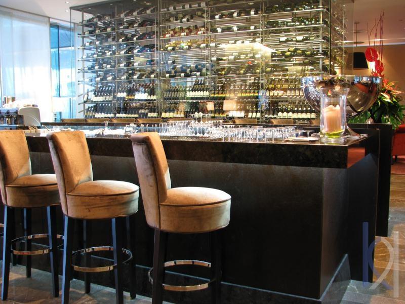 hotelový kamenný bar