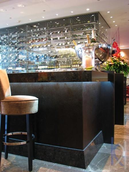 kamenná doska hotelový bar