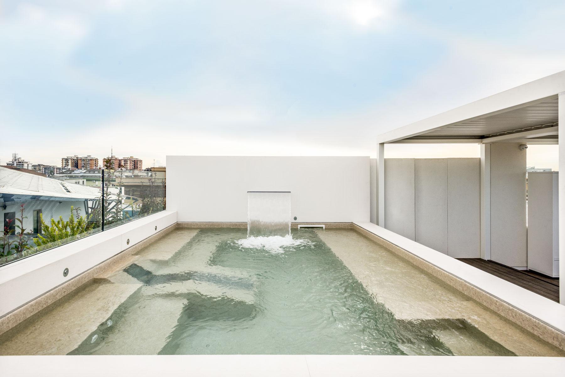 kamenný obklad bazénu