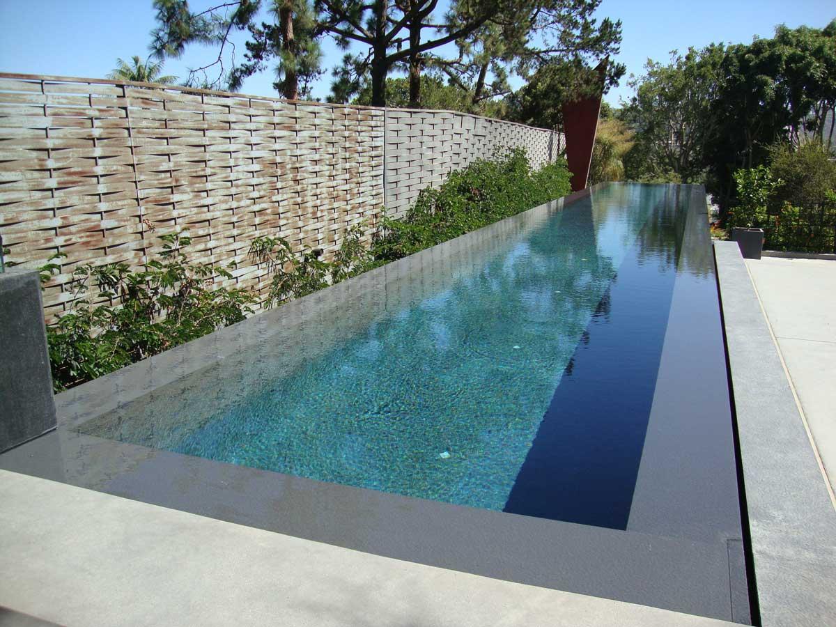 obklad bazénu použitím kameňa