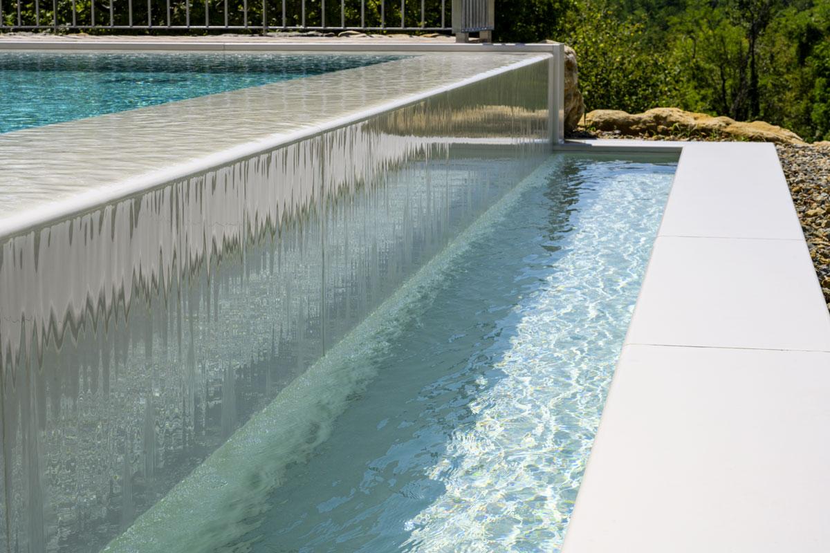 bazén a kameň