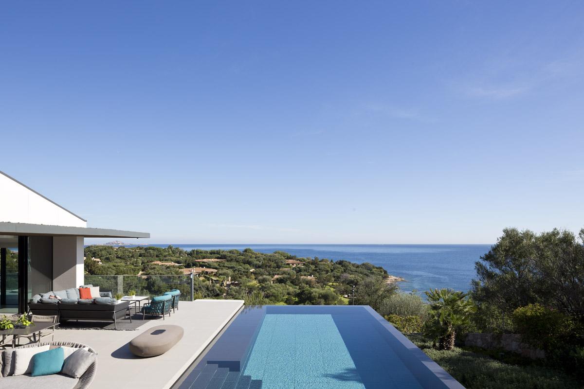 exteriérový kamenný bazén