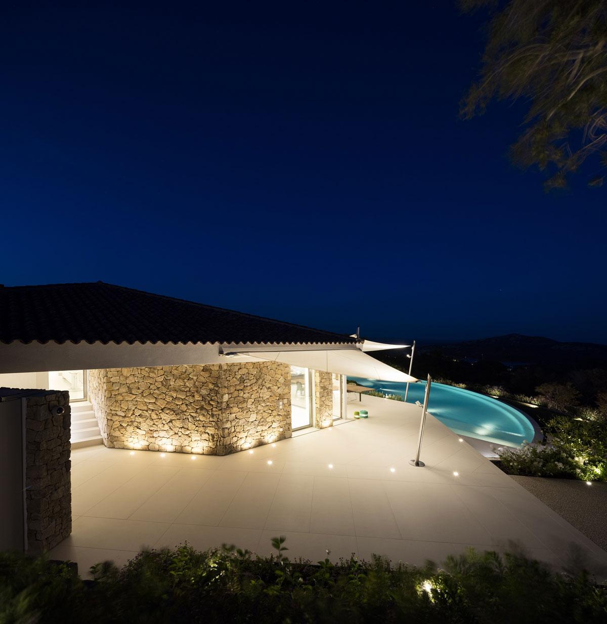 luxusný kamenný bazén